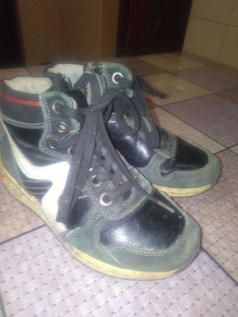 Черевика ботинки чоботи кроссовки