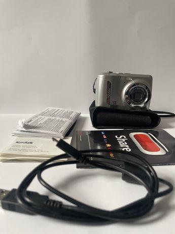 Aparat cyfrowy Kodak EasyShare C143 srebrny z pokrowcem i kablem USB