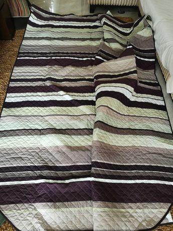 Dois edredons para cama com 2,40 cm x 2,60 a ESTREAR.