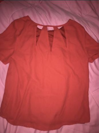 Отдам блузку с вырезом