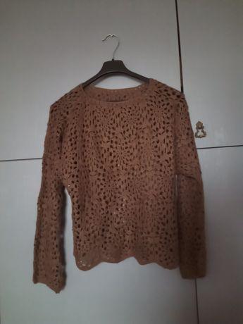 Sweter brązowy..
