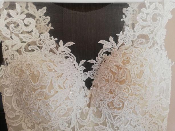 Suknia ślubna koronkowa 38