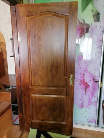Продам двери межкомнатные с коробкой и наличниками, 4 двери
