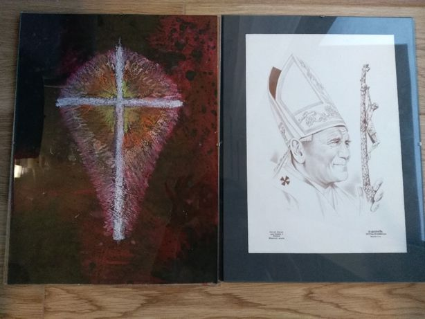 Obrazki krzyż oraz Jan Paweł 2 rozmiar 30 na 40 cm.