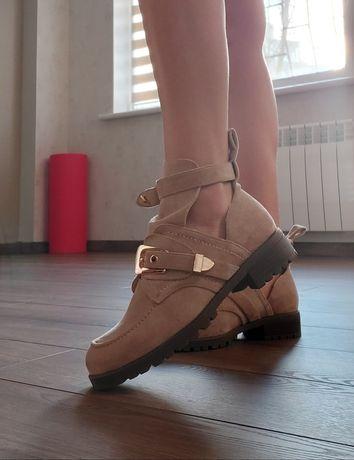 Новые ботинки для девушки