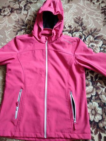 Куртка жіноча в хорошому стані