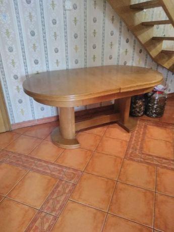 Masywny stół z krzesłami ze skóry na 12 osób