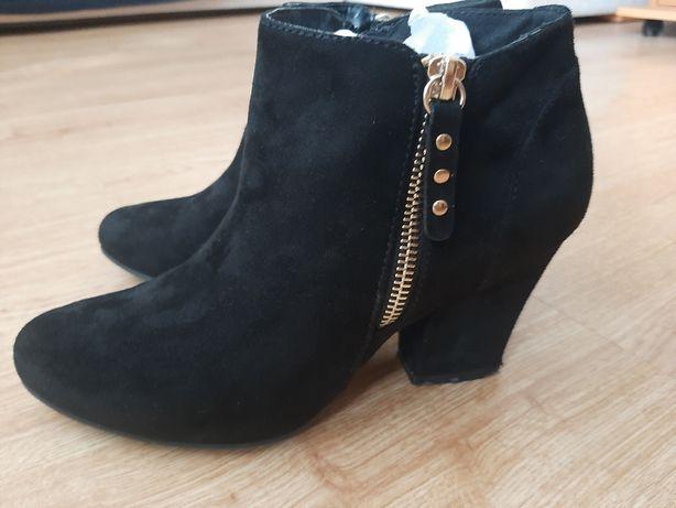 Ботинки женские))