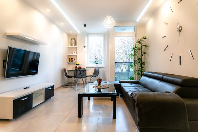 Wygodne Apartament dla 4 osób Centrum  Parking   TV & Wi-Fi