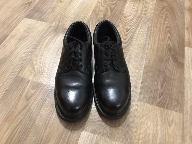 Туфли со стальным носком Dr. Martens (мартинсы, мартенсы, мартины)