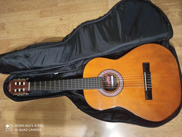 Nowa gitara z pokrowcem stan idealny