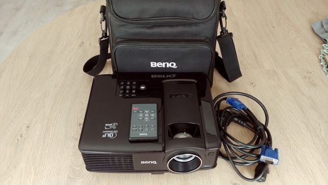 Projektor BenQ MP-515, tylko 257 h pracy + gratisy