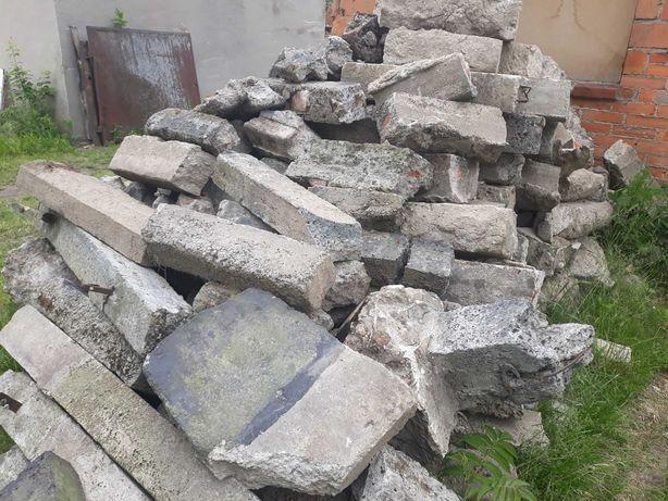 Gruz,słupki betonowe