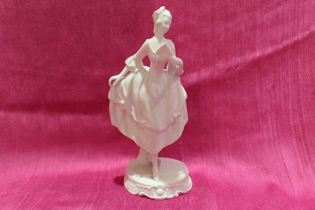 Escultura Feminina Figura Nobre em Biscuit Vista Alegre 1947