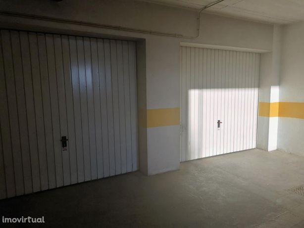 BOX com 15m2, para arrendamento, Sobral Monte Agraço