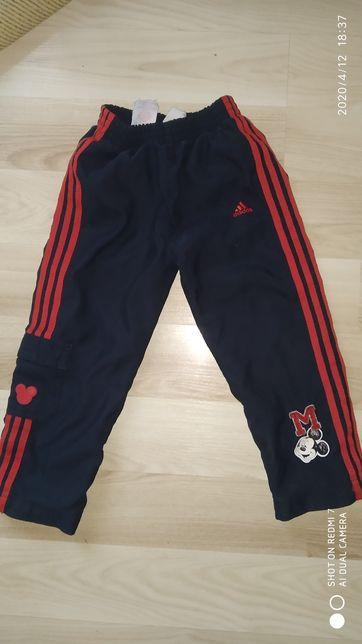 Спортивные штаны Adidas , оригинал на рост 98 см , состояние новых