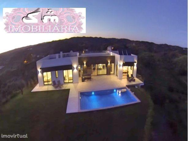 Excepcional Moradia V4 com piscina e Fantástica Vista Mar, Castro Mari