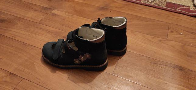 Туфлі дитячі ортопедичні для дівчинки, розмір 33.