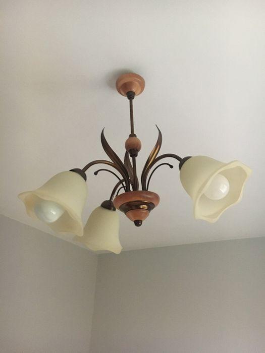 Lampa sufitowa żyrandol drewno metal metaloplastyka szklane klosze Tarnów - image 1