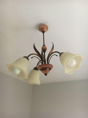 Lampa sufitowa żyrandol drewno metal metaloplastyka szklane klosze