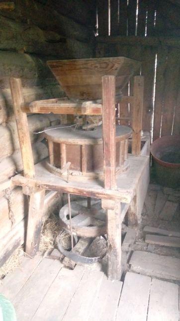 Młyn drewniany żarna