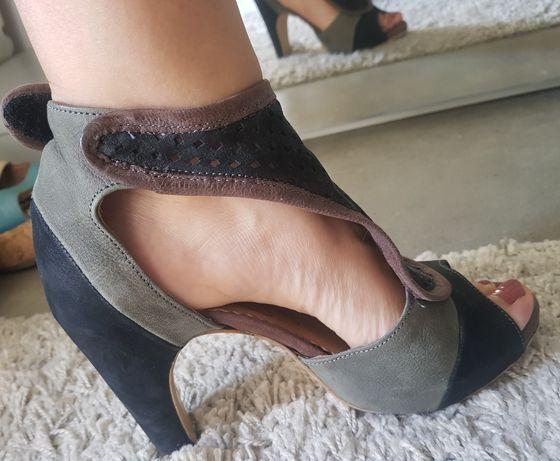 Sapato salto fly london