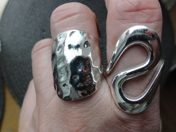 Pierścionki duże w kolorze srebra