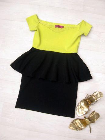 Платье Boohoo с баской чёрное с жёлтым комбинированное открытые плечи