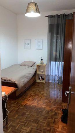 Conjunto completo de móveis para quarto individual