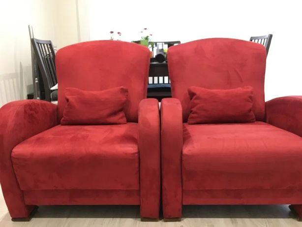 Dwa wygodne czerwone fotele, stan BDB, w zestawie dwie poduszki