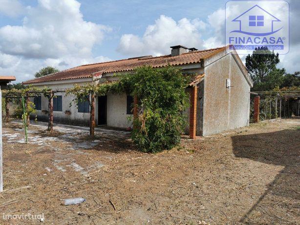 Moradia rústica térrea T4 com piscina e garagem - Cabanas...