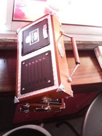 Rádio antgo de colecção a pilhas e com ransformador