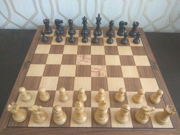 Шахматы с автографами Крамника и Ананда с матча 2008 г. Шахи
