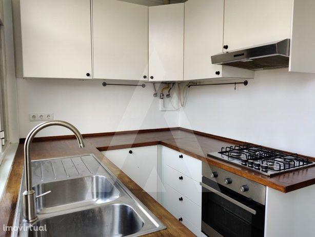 Apartamento T2 para arrendamento próximo do centro de Algés.