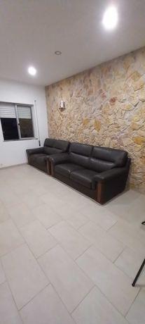 Vendo um sofa em pele genuina de 3 lugares + um de 2 lugares