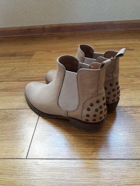 Ботинки, черевички. Фирма ROOTS davos gomma
