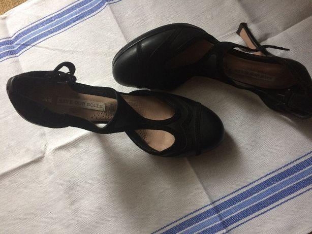 Шкіряні туфлі, босоножки