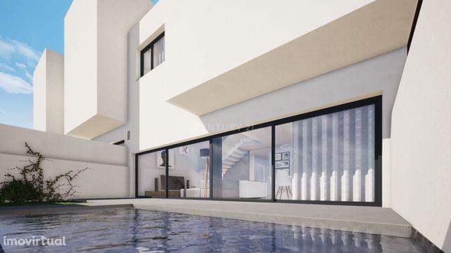 Moradia T3+2 com piscina e elevador no Parque Luso em Corroios