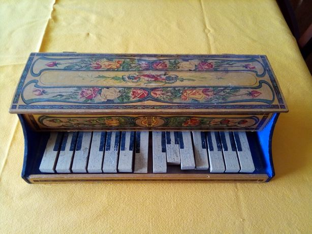 Mini Piano de madeira antigo