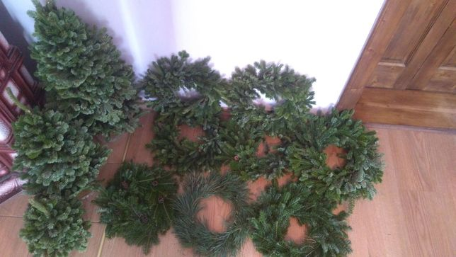 Плетені ялинки і віночки