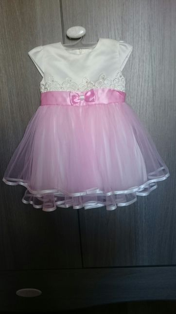 Śliczna sukieneczka dla dziewczynki w wieku 2 lat