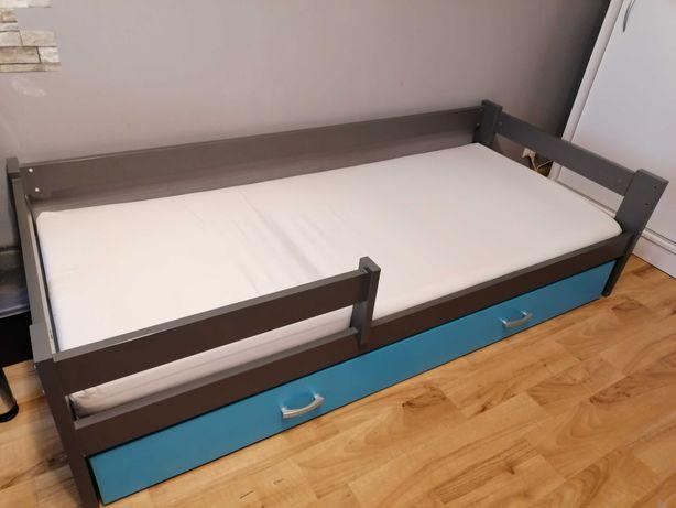 Łóżka dziecięce 300 zł jedno, materac stelaż i szuflada w zestawie