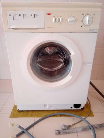 Máquina lavar Becken Aqualine 550 a trabalhar. Precisa rolamento novo.