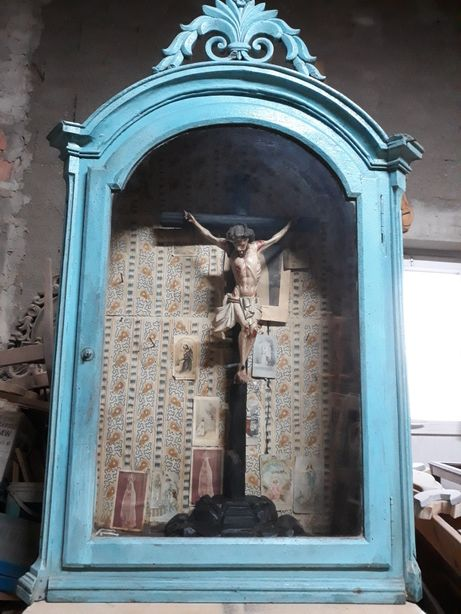 Oratorio e crucifixo.