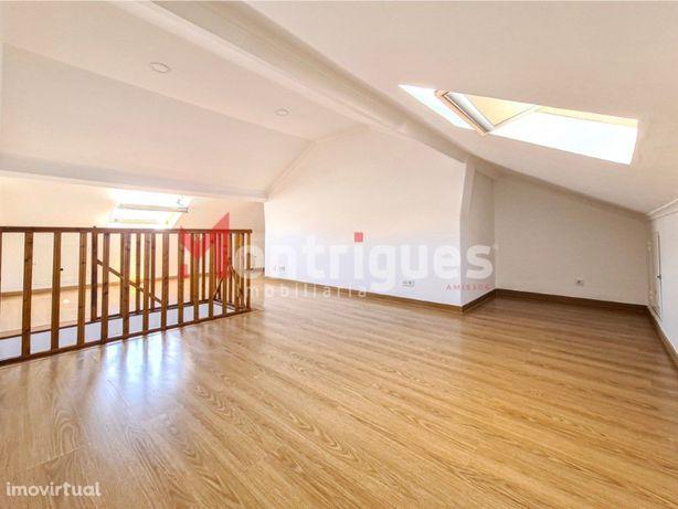 Apartamento T2 Duplex Arrendamento Montijo