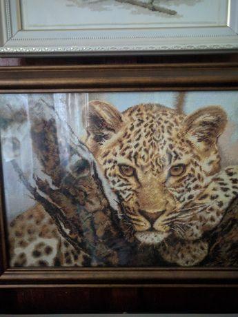 Картина леопард вышита мелким крестиком