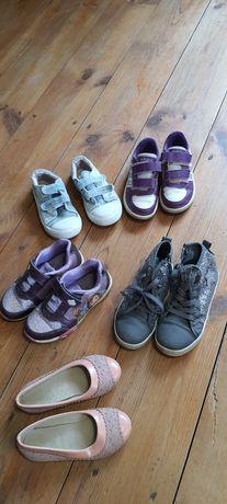Kilka  butów dla dziewczynki