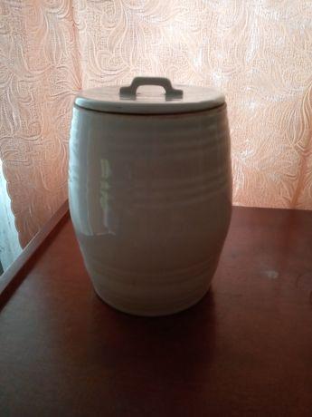 Бочонок из керамики для соленья. 4 -х литровый, 300 грн. Новый.