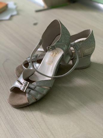 Туфлі для бальних танців для дівчинки