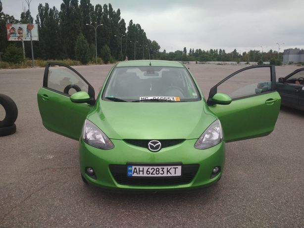 Продам машину Mazda 2 2008.